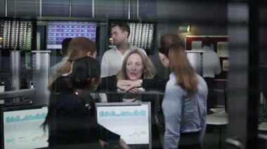 Team of female financial traders take break — Stock Video