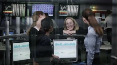 Financial traders take break — Stock Video