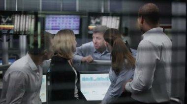 Team of financial traders take break — Stock Video