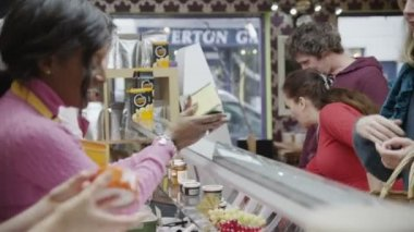 Happy customers being served by friendly staff at the delicatessen — Stock Video
