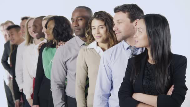 Multi étnica empresarios parados juntos — Vídeo de stock