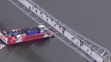Millennium bridge crosses River Thames — Stockvideo
