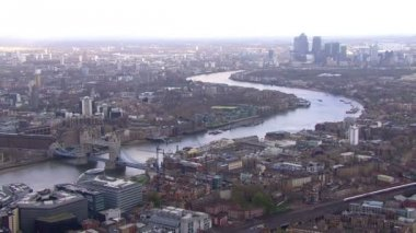 River Thames on bright day — Stok video