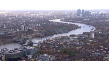 River Thames on bright day — Vídeo de stock