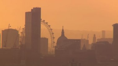 Aerial view of the London skyline on a hazy autumn morning — Stock Video