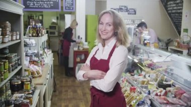 Portrait of a happy female shopkeeper in a delicatessen or food store — Stock Video