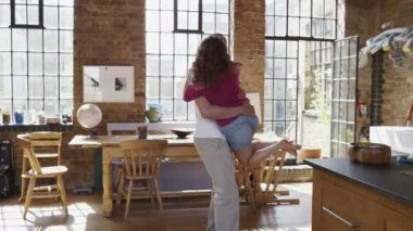 Couple embrace in home — Stock Video