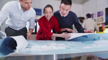Happy and attractive mixed ethnicity team of architects or engineers in a meeting — Stock Video