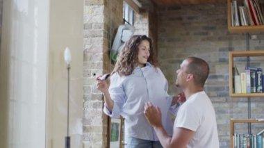 Couple workin to renovate home — Stock Video
