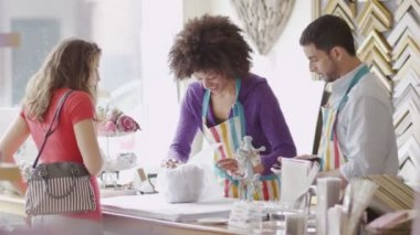 Sales assistants offering service — Stockvideo