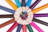Kleurpotloden op witte achtergrond — Stockfoto