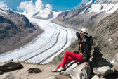 Woman looks at ice aletsch — Stock Photo