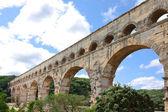 Pont du gard – römisches aquädukt in südfrankreich in der nähe von nimes. — Stockfoto