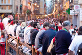 PAMPLONA, SPAIN -JULY 9: A crowd of unknown in anticipati — Stock Photo