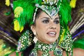 RIO DE JANEIRO - FEBRUARY 10: A woman in costume dancing on carn — Foto de Stock