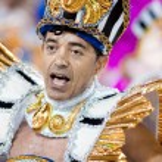 RIO DE JANEIRO - FEBRUARY 11: A men in costume dancing on carniv — Stock Photo #25837035