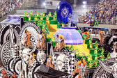 RIO DE JANEIRO - FEBRUARY 11: Show with decorations on carnival — Stock Photo