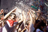 PAMPLONA, SPAIN-JULY 6: People stand under spray of water at ope — Stock Photo