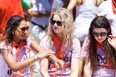 PAMPLONA, SPAIN-JULY 6: Three woman talking at opening of San Fe — Stock Photo