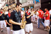 PAMPLONA, SPAIN - JULY 9: Brass Band are on street during of fes — Stock Photo
