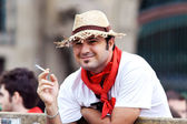 PAMPLONA, SPAIN - JULY 9: Man with a cigarette await start of ra — Stock Photo