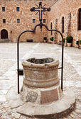 The courtyard with a well in bishops Castle Siguenza. Castillo d — Stock Photo