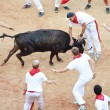 Foto Stock: PAMPLONA, SPAIN - JULY 9: People having fun with young bulls at