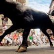 PAMPLONA, SPAIN-JULY 13: Bulls and people are running in street — Stock Photo #36484501