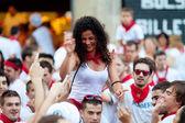 PAMPLONA, SPAIN-JULY 13: Woman having fun of San Fermin festival — Stock Photo
