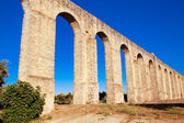Ancient Roman aqueduct in Evora, Portugal. — Stock Photo