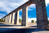 Ancient aqueduct in Evora, Portugal — Stock Photo