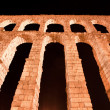 Roman aqueduct in Segovia city, Spain — Stockfoto