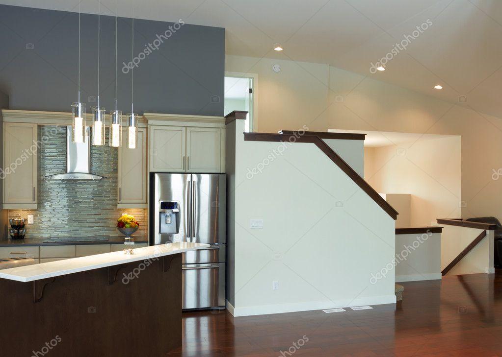 室内设计的现代厨房和客厅中一座新房子 — 照片作者 sergey02