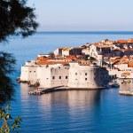 Overlooking city walls of old town of Dubrovnik, Croatia — Stock Photo