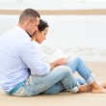 Couple reading book on the beach — Stock Photo