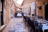 Street restaurant in heart of Dubrovnik old town, Europe — Foto de Stock