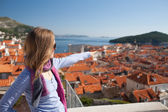 Young woman sightseeing, Dubrovnik, Croatia — Stock Photo