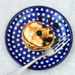 Sweet cheese pancakes with berries for breakfast — Stock Photo
