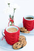 Two blue cups in knitted covers and chocolate cookies — Stok fotoğraf