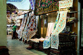 ISTANBUL, November 22: People shopping in the Grand Bazar in Istanbul, Turkey, one of the largest covered markets in the world, Istanbul, November 22 — Stock Photo