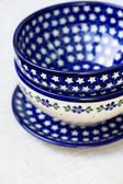 National Polish ceramic dishes on a gray cloth — Stock Photo