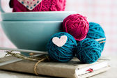 Bright balls of yarn in blue plates and heart made — Stock fotografie