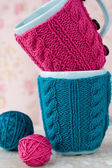 Two blue cups in blue and pink sweater with ball of yarn — Foto de Stock