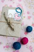 Viejo cuaderno con una rama seca de romero para notas de amor — Foto de Stock
