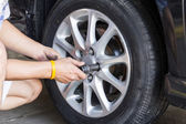 Car wheel changing — Stock Photo