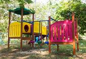 Nowoczesny plac zabaw dla dzieci w parku — Zdjęcie stockowe
