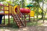 Moderne kinderspielplatz im park — Stockfoto