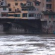 Buildings over channel on Ponte Vecchio in florence — Stock Video