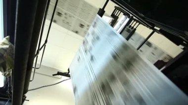 Zobacz na prasie ogromny sklep typografia maszyny — Wideo stockowe