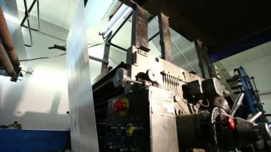 Print shop newspaper machine at work — Stock Video